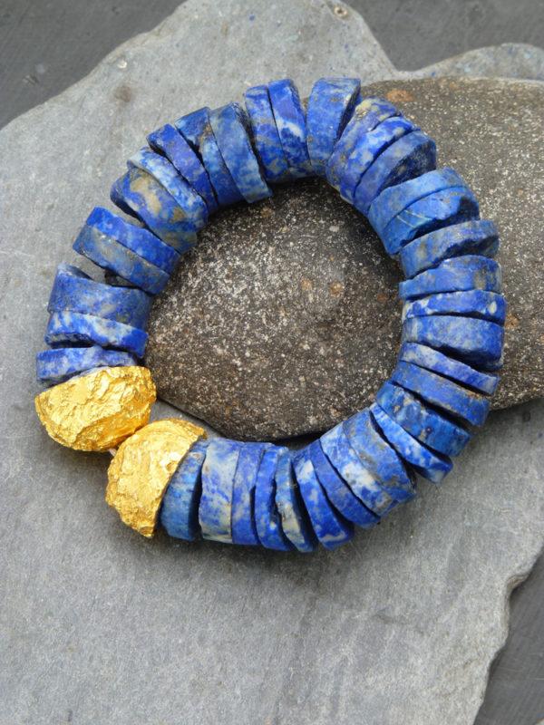 """""""Aurea terrae"""" - 2014 - Bracelet disques de lapis-lazuli brut, bronze doré à l'or fin 30 ex (variante) - © Cipango Éditions 2014"""
