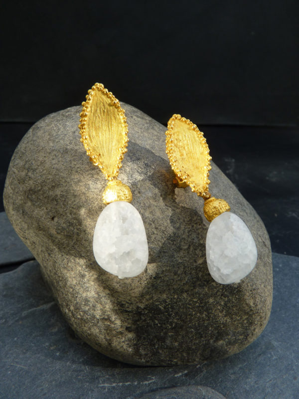 """""""Via lactea"""" - 2012 - Paires de boucles d'oreilles cristal de roche, bronze doré doré à l'or fin 30 ex (variante) - © Cipango Éditions"""