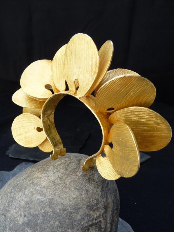 """Manchette """"Millenium Leaves"""" - 2013 Bronze doré à l'or fin 12 ex et 3 EA - © Christophe Tissot"""