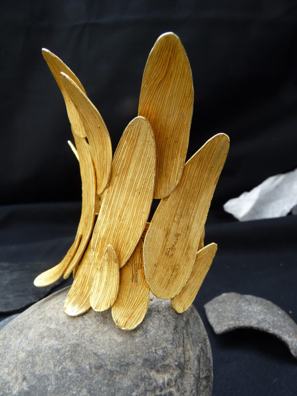 """Manchette """"Casoar"""" - 2012 - Bronze doré à l'or fin 12 ex et 3 EA - © Christophe Tissot"""