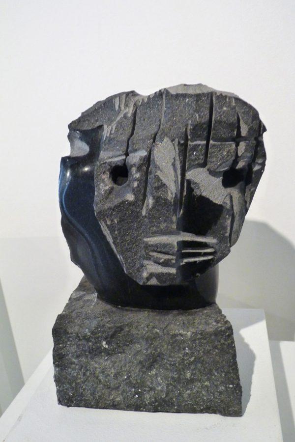 """Jean-Yves Gosti - """"Visage"""" - 2016 - Assemblage de granit noir - 25 x 14,5 x 14,5 cm"""